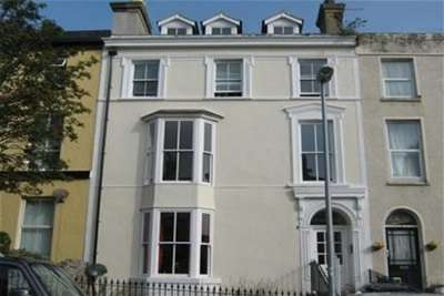 3 Bedrooms Flat for rent in Llewelyn Ave, Llandudno