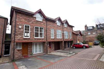 3 Bedrooms Town House for rent in Bishops Court, York, YO1