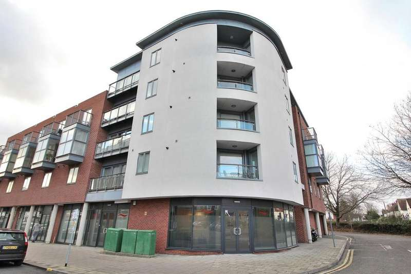 2 Bedrooms Apartment Flat for sale in Thompson Court, Broomfield Road, Chelmsford, Essex, CM1