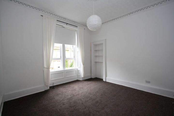 3 Bedrooms Flat for rent in Onslow Drive, Dennistoun, Glasgow, G31 2PZ