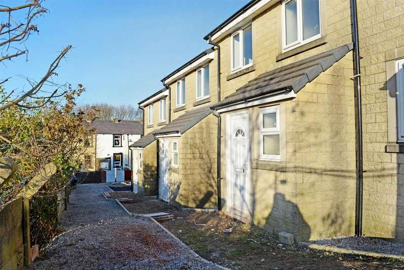 3 Bedrooms Terraced House for rent in Johnson Close, Burnley