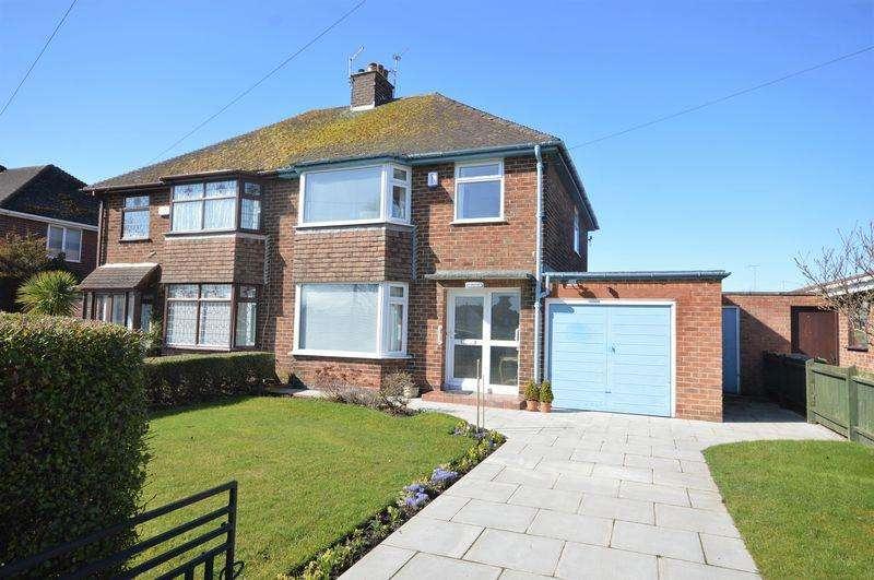 3 Bedrooms Semi Detached House for sale in Kestrel Road, Moreton