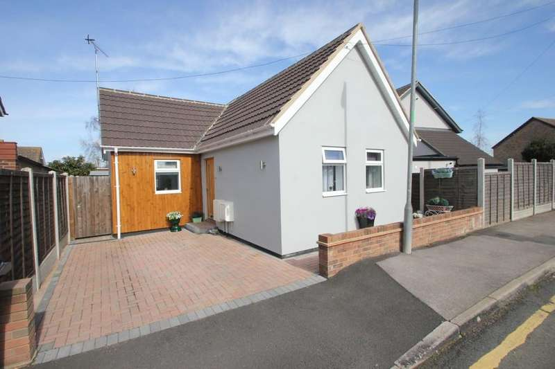 1 Bedroom Detached Bungalow for sale in Marylands Avenue, Hockley