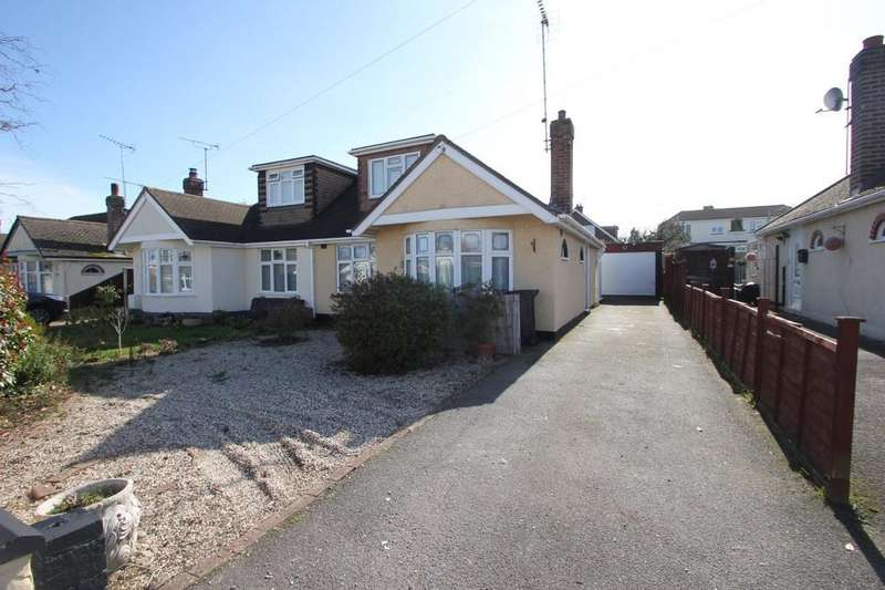 2 Bedrooms Chalet House for sale in Cornhill Avenue, Hockley