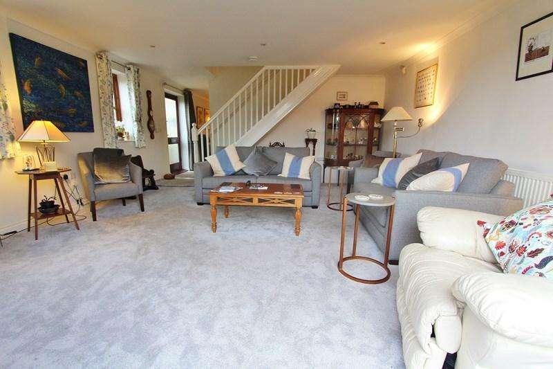 3 Bedrooms Maisonette Flat for sale in Trescothick Close, Keynsham, Bristol
