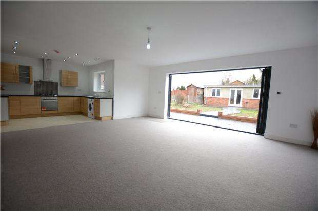 5 Bedrooms Semi Detached House for sale in Castleview Road, Slough