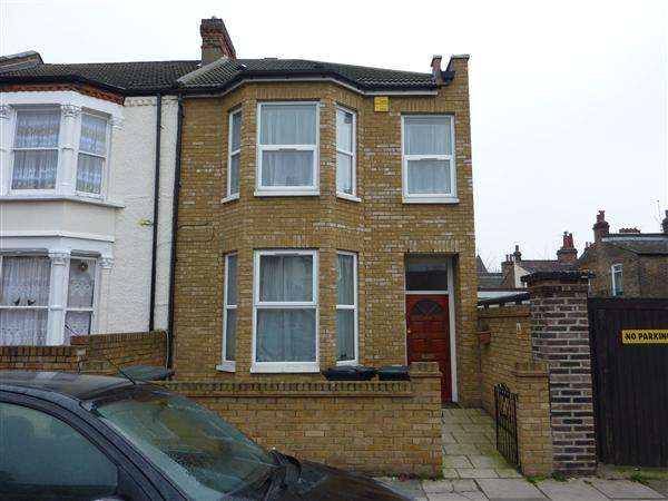 3 Bedrooms Flat for rent in Gloucester Road, London