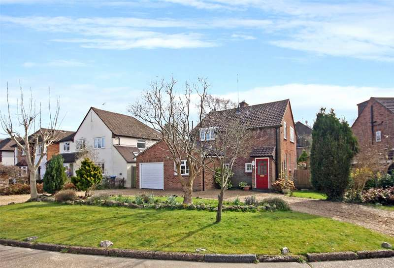 3 Bedrooms Detached House for sale in Meadowbrook, Oxted, Surrey, RH8