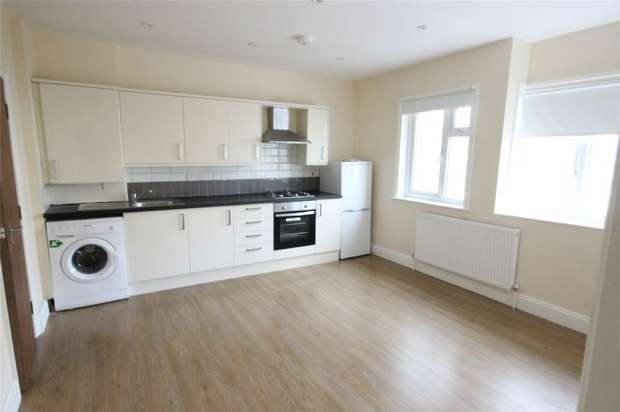 2 Bedrooms Flat for rent in Bathurst Walk, Richings Park, Iver, Buckinghamshire
