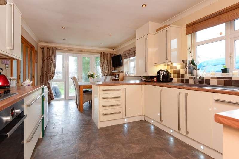 3 Bedrooms Detached Bungalow for sale in Mackenders Lane, Eccles, ME20