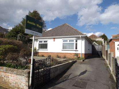 2 Bedrooms Bungalow for sale in Wallisdown, Poole