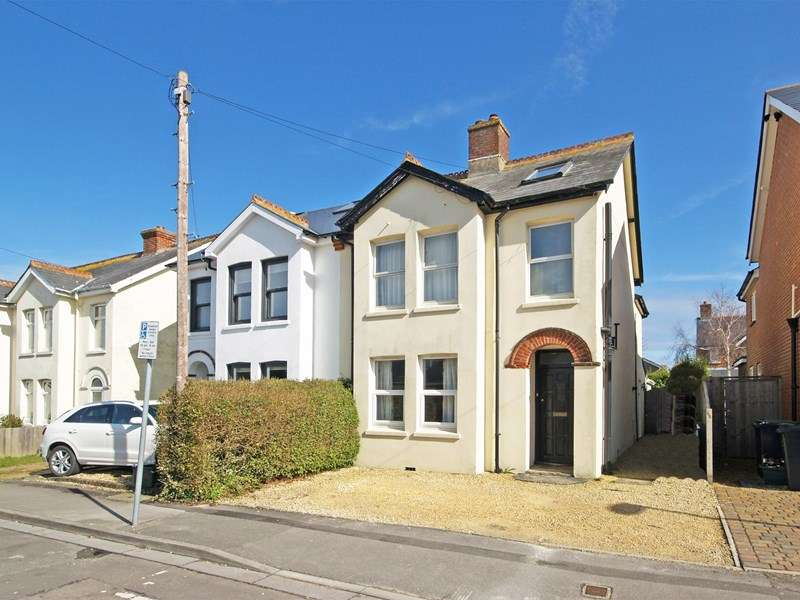 2 Bedrooms Flat for sale in Gordon Road, Highcliffe, Christchurch