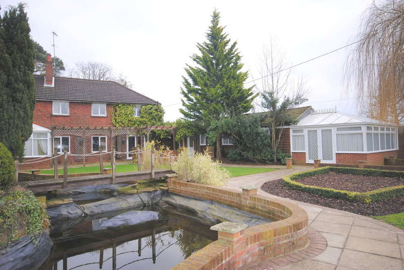4 Bedrooms Detached House for rent in Lingfield, Surrey