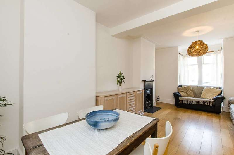 3 Bedrooms Terraced House for rent in Squarey Street, Earlsfield, SW17