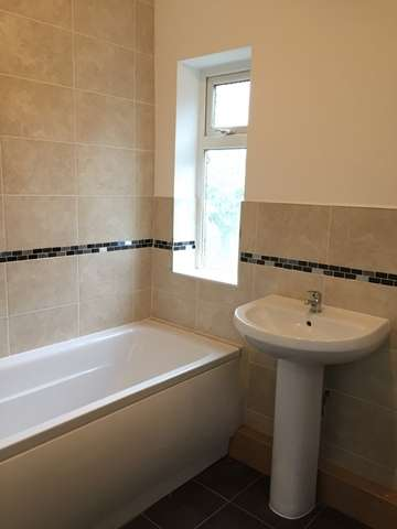 3 Bedrooms Semi Detached House for rent in Causeway Green Road Oldbury Birmingham B68 8LE