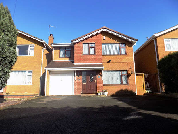 4 Bedrooms Detached House for sale in Moss Grove, Kingswinford, Kingswinford, DY6
