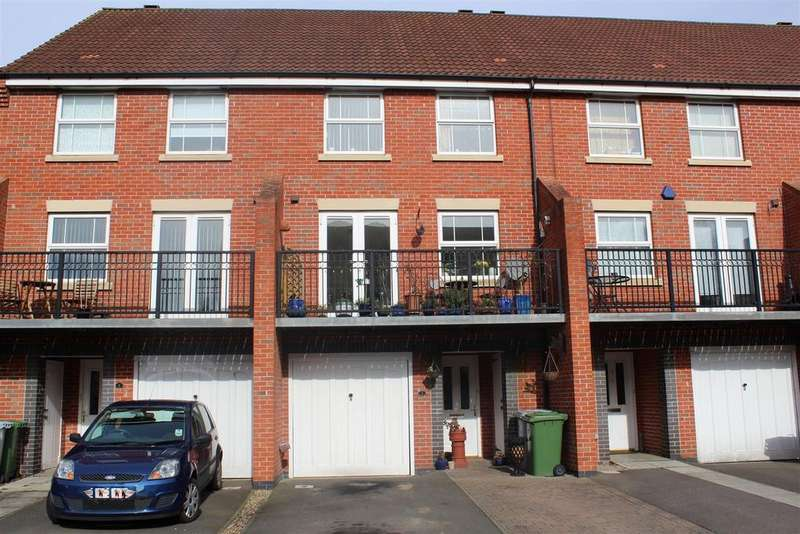 3 Bedrooms Town House for sale in Plum Way, Fernwood, Newark