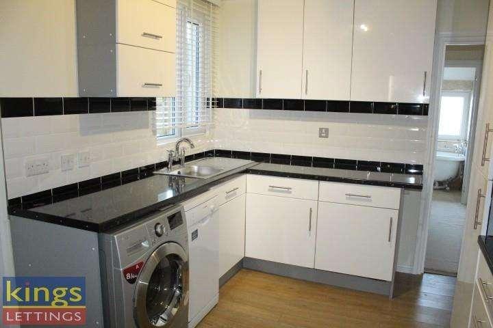 2 Bedrooms Maisonette Flat for rent in Cromwell Avenue, Cheshunt, Waltham Cross