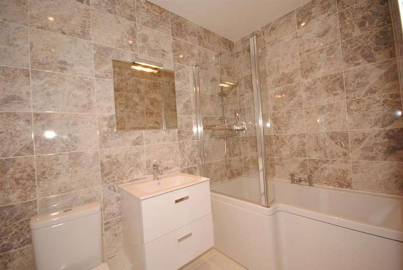 2 Bedrooms Flat for sale in Charters Lane, Sunninghill