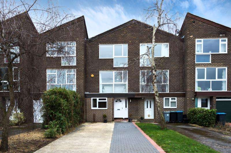 4 Bedrooms Terraced House for sale in Plane Tree Way, Woodstock, Oxfordshire