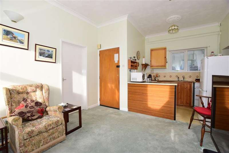 2 Bedrooms Ground Flat for sale in Broadway, Sandown, Isle of Wight