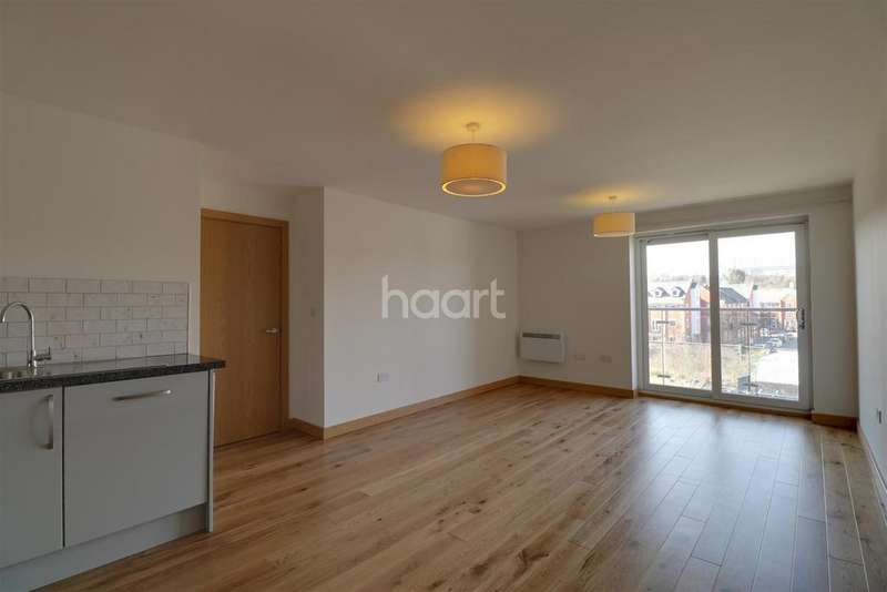 2 Bedrooms Flat for rent in The Hythe, Colchester