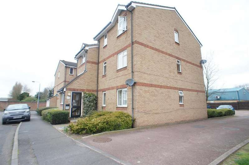 2 Bedrooms Flat for sale in Howard Close, Waltham Abbey