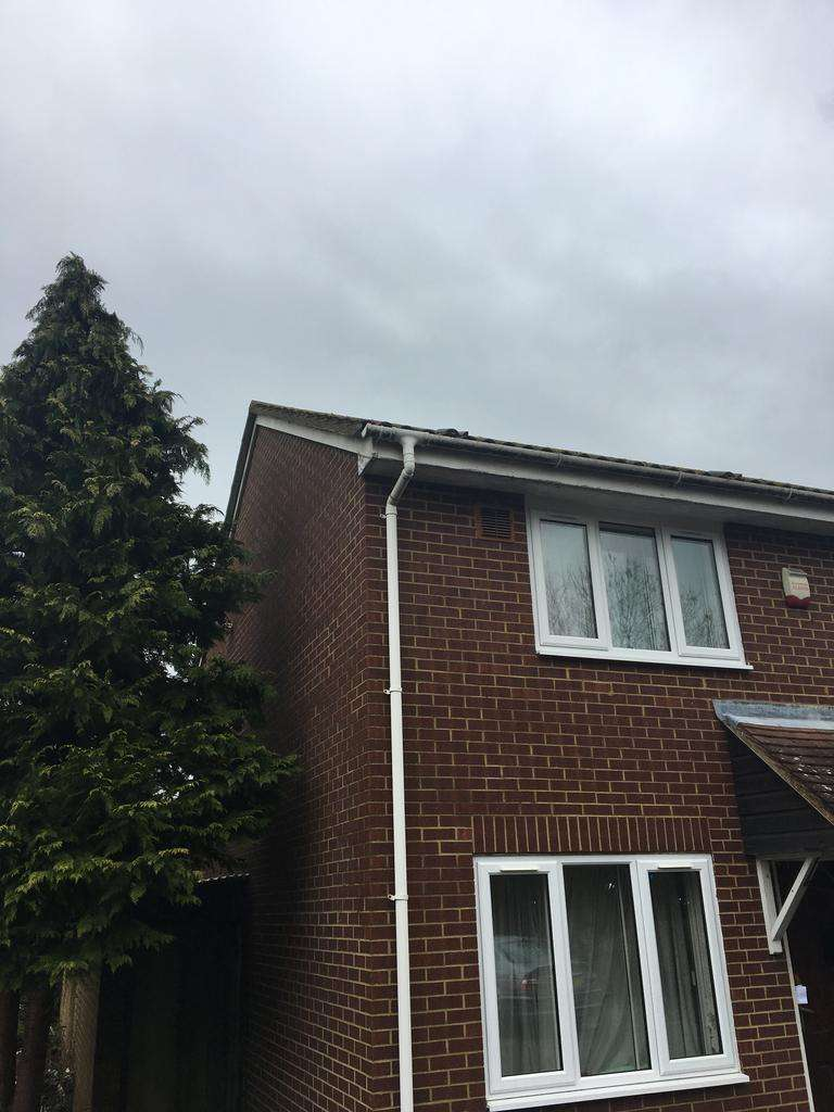 2 Bedrooms Terraced House for rent in Wraysbury Close, Hounslow, Middlesex TW4