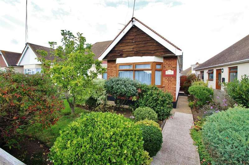 2 Bedrooms Semi Detached Bungalow for sale in Point Road, Canvey Island