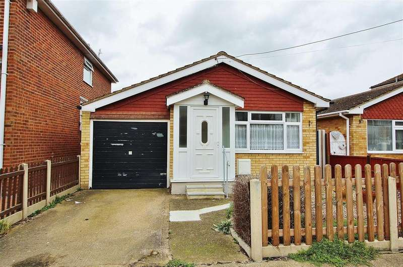 2 Bedrooms Detached Bungalow for sale in Coniston Road, Canvey Island