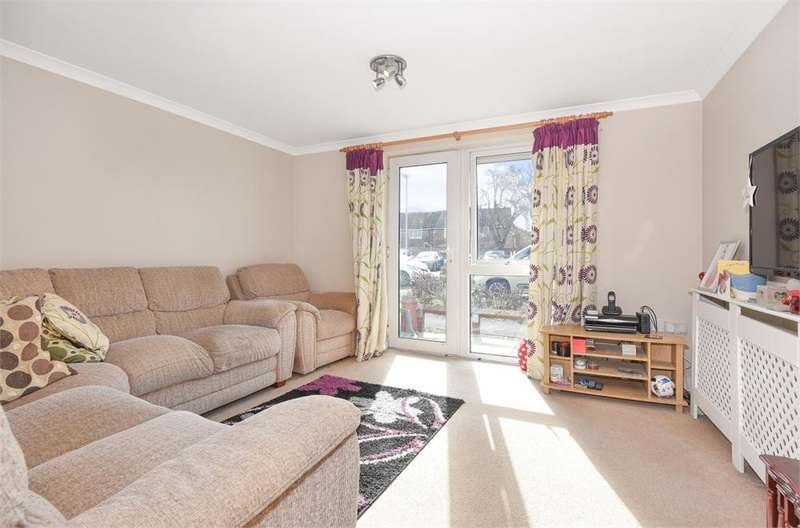 2 Bedrooms Flat for sale in Barley Court, Victory Close, Staines-upon-Thames, Surrey