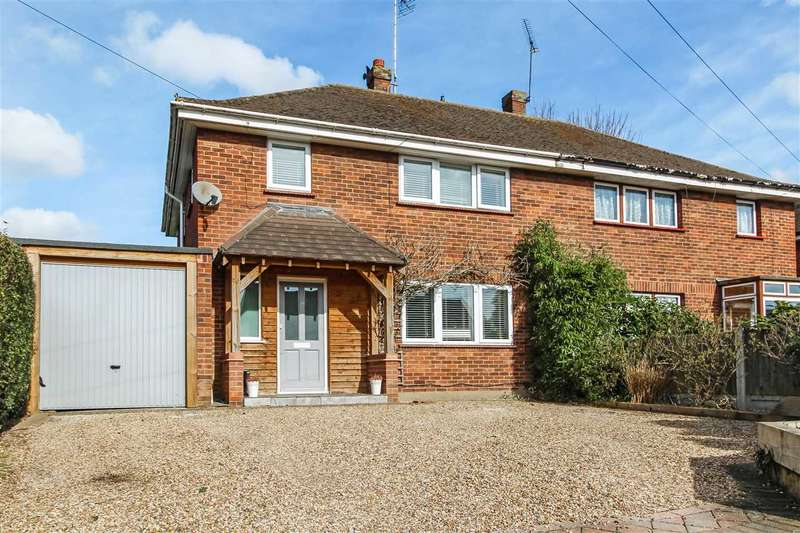 3 Bedrooms Semi Detached House for sale in Danes Way, Pilgrims Hatch, Brentwood