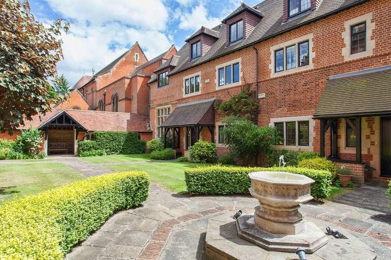5 Bedrooms Property for sale in Oldfield Wood, Woking GU22
