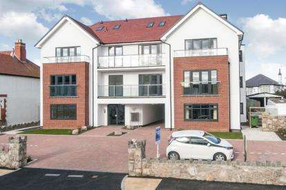 1 Bedroom Flat for sale in Sunnydowns Apartments, Abbey Road, Rhos On Sea, Conwy, LL28