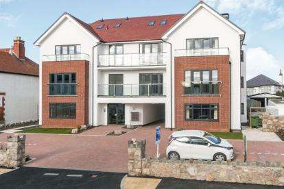 2 Bedrooms Flat for sale in Sunnydowns Apartments, Abbey Road, Rhos On Sea, Conwy, LL28
