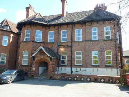 3 Bedrooms Flat for sale in Devonshire Place, Oxton, Prenton, Wirral, CH43