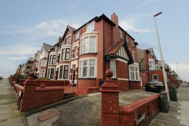 8 Bedrooms Semi Detached House for sale in King George Avenue, Blackpool, Lancashire, FY2 9SN