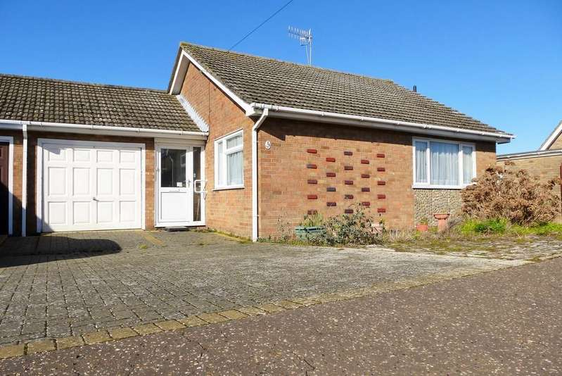 3 Bedrooms Semi Detached Bungalow for sale in Cromer