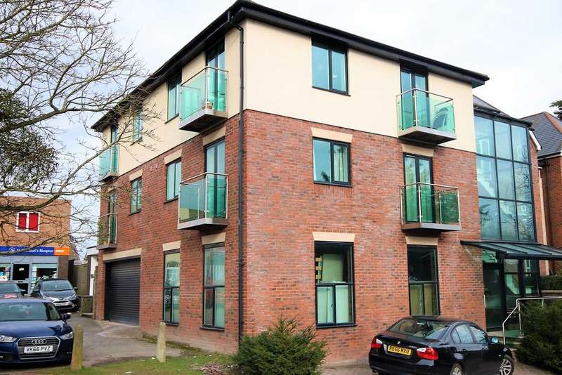 2 Bedrooms Penthouse Flat for sale in Folly Lane, Hereford, HR1