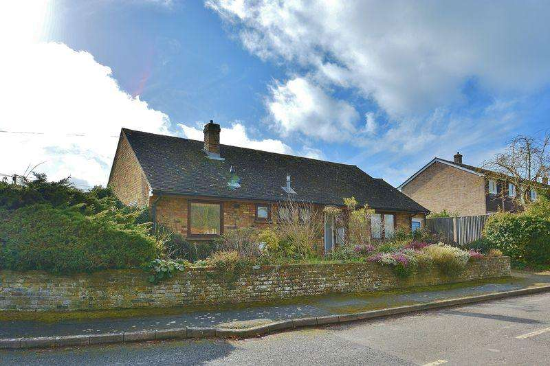 2 Bedrooms Detached Bungalow for sale in Old Croft Close, Kingston Blount