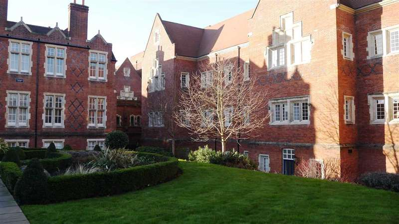 2 Bedrooms Apartment Flat for rent in Tudor Court, The Galleries, Warley, Brentwood