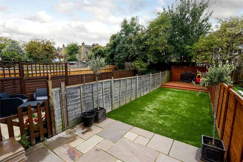 3 Bedrooms Flat for sale in Swaby Road, London, SW18