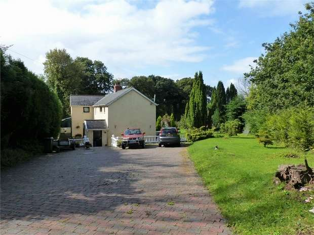 4 Bedrooms Detached House for sale in Old Llanharan Road, Pencoed, Bridgend, Mid Glamorgan