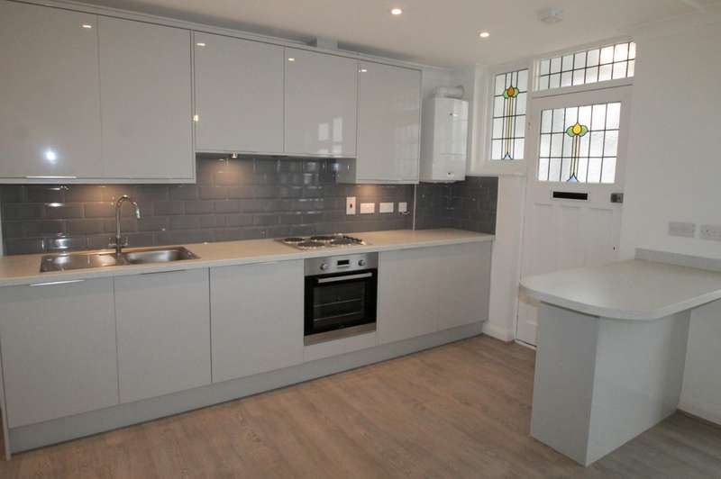 2 Bedrooms Flat for rent in Wales Avenue, Carshalton