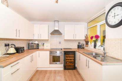 3 Bedrooms Terraced House for sale in Fulbrook Close, Redditch, Worcestershire