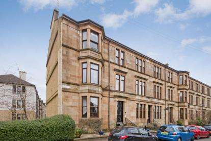 4 Bedrooms Flat for sale in Regwood Street, Glasgow