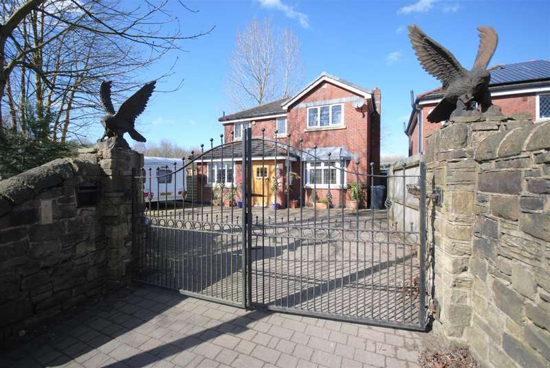 4 Bedrooms Detached House for sale in Whelley, Wigan