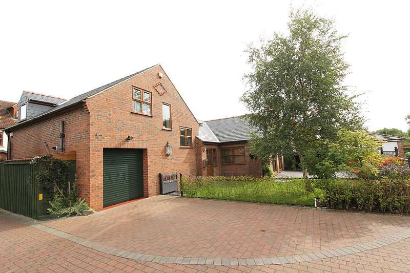 2 Bedrooms Detached House for sale in Penton Place, Acomb, York, Yorkshire, YO24 3FH