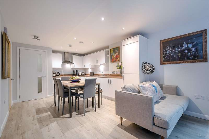 2 Bedrooms Flat for sale in Greencoat Place, London, SW1P