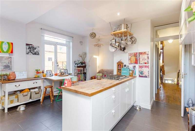 3 Bedrooms Flat for sale in Roundwood Road, Harlesden, London, NW10